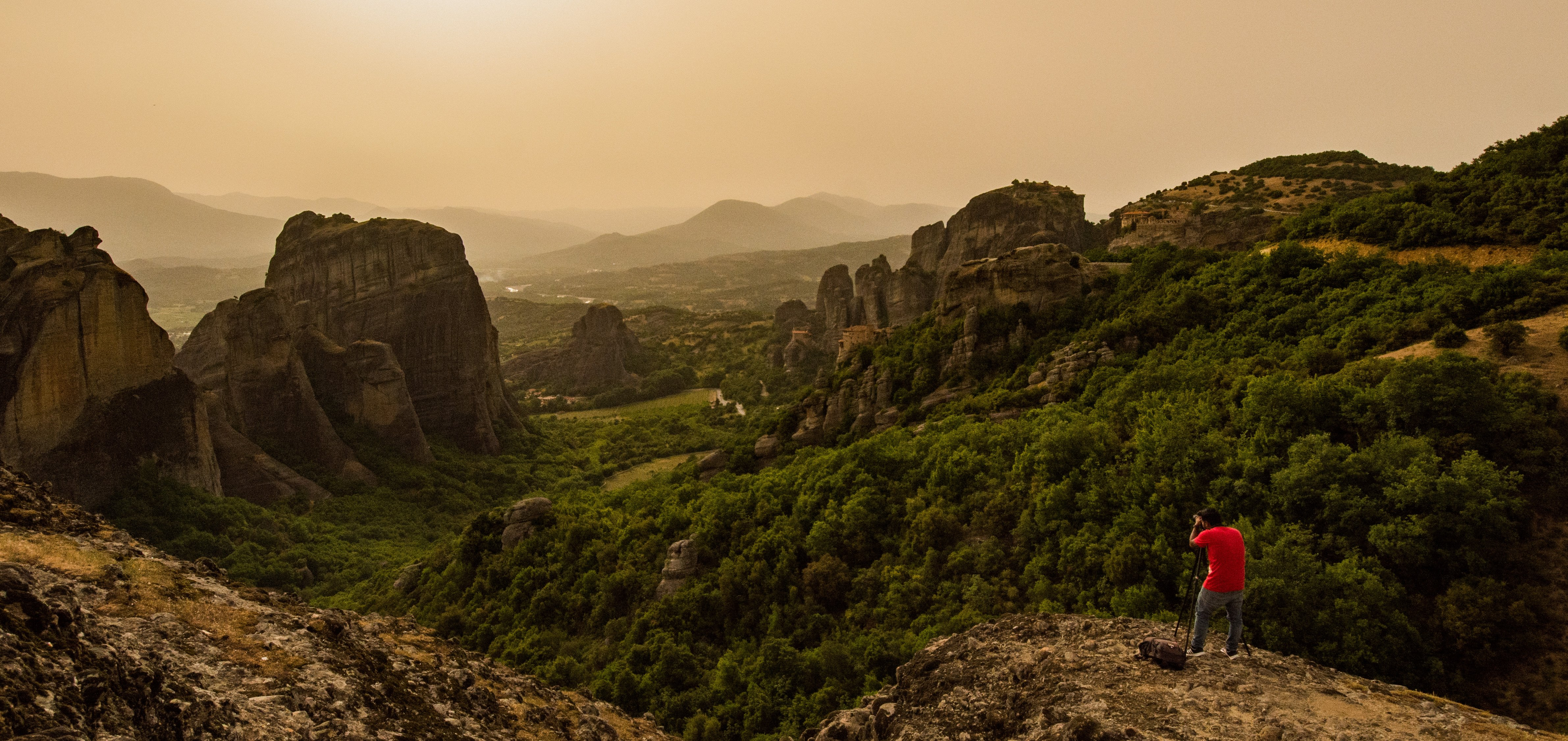 Photography guide, behind the scenes for Meteora by TravelAnubhav