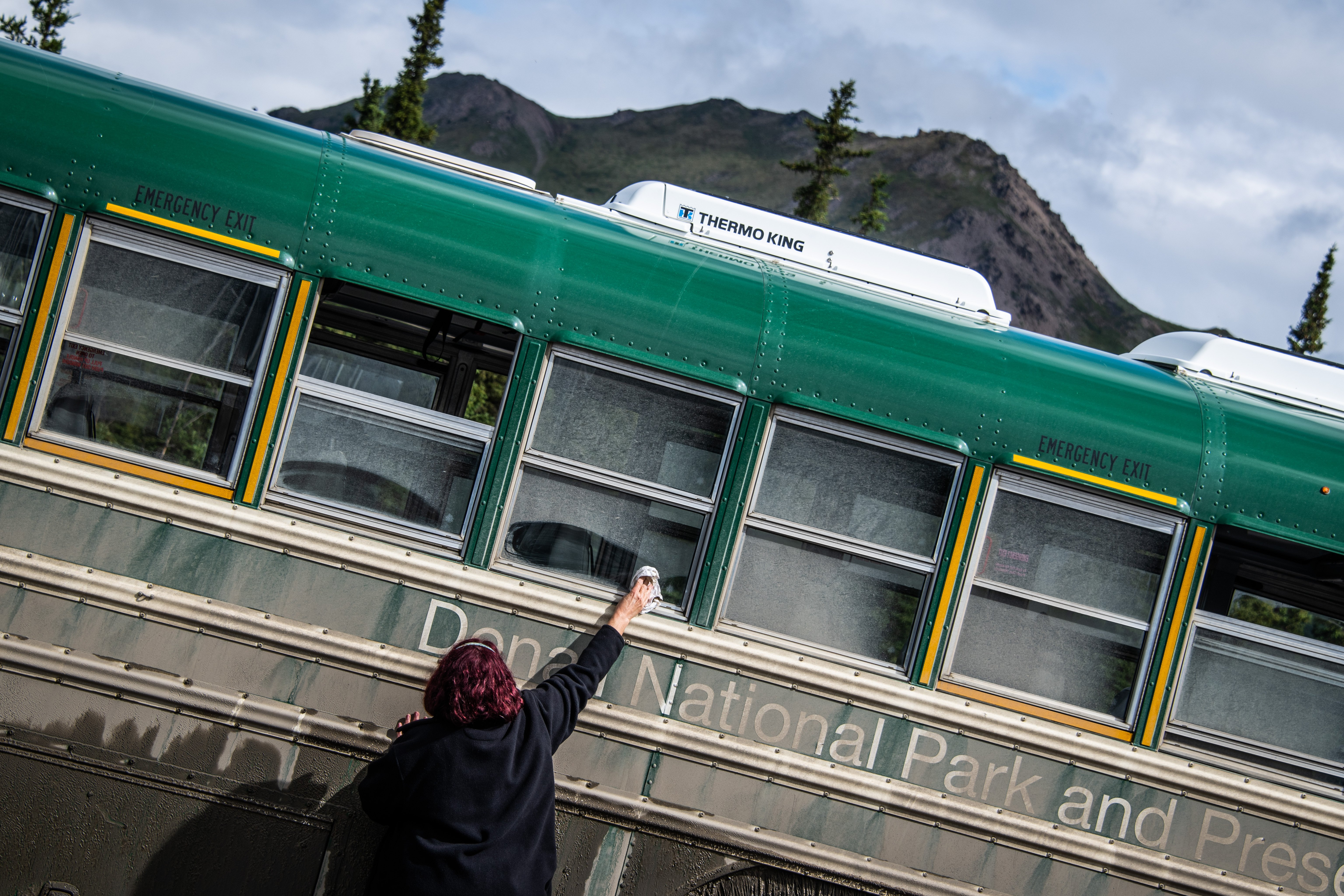 Clean your shuttle bus glass window in Denali National Park by Travel Anubhav